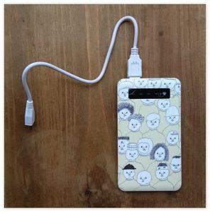 8717c78602 今回はCreema(クリーマ)でオリジナルのモバイルバッテリーを販売しているオリジナルグッズ作家さんたちをご紹介します。 Canvath(キャ …